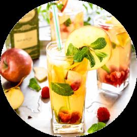 Herbata zielona Inspiracja z dodatkiem jabłek, malin, mięty i lodu.